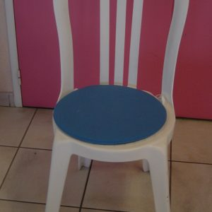 CHAISE COQUILLE + COUSSIN BLEU 001