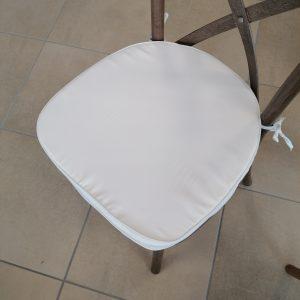 coussin blanc chaise bois