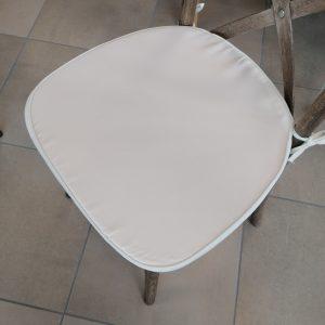 coussin ivoire chaise bois