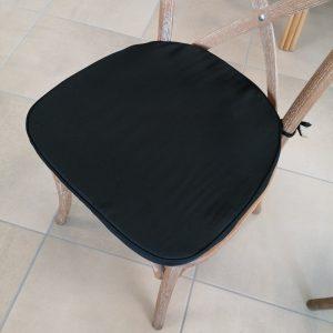 coussin noir chaises bois